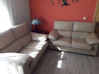 dos sofas de dos plazas cada uno