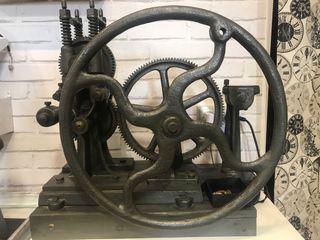 Maquina antigua de engranajes