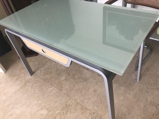 Mesa cocina cristal de segunda mano por 150 € en Madrid en WALLAPOP