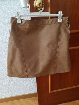 7f8226371 Falda marrón Zara de segunda mano en Las Rozas de Madrid en WALLAPOP