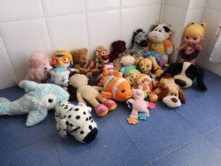 peluches muñecas muñecos