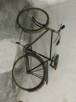 bicicleta muy antigua