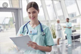 Enfermera joven graduada