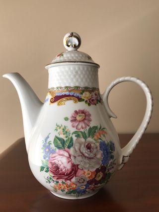 Cafetera de porcelana