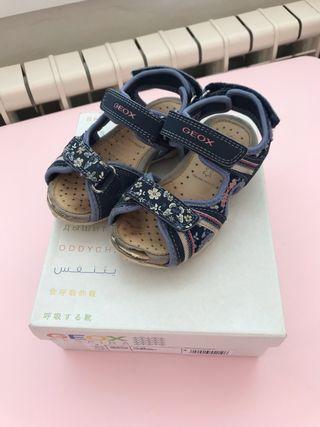 Zapatos/Sandalias niña T26 GEOX