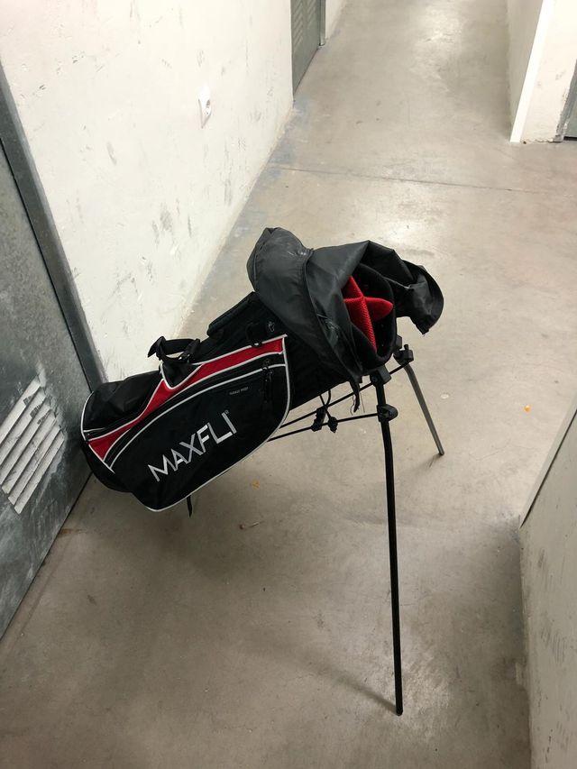 Palos golf, carro y bolsa