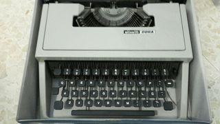 Maquina de escribir olivetti Dora.