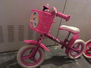 Bicicleta pequeña sin pedales