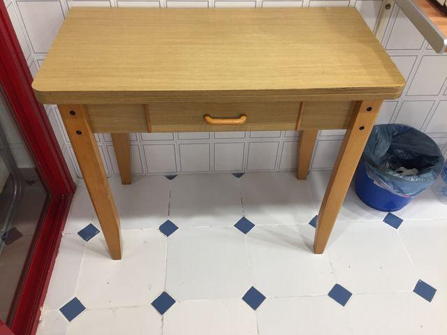 Mesa de cocina plegable de segunda mano por 20 € en Valencia en WALLAPOP