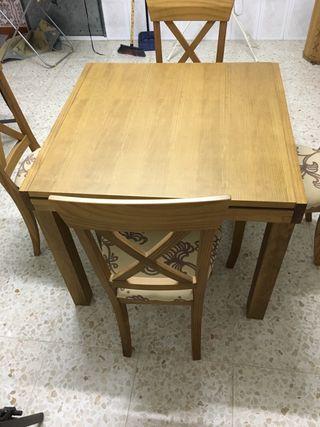 Mesa comedor con cuatro sillas