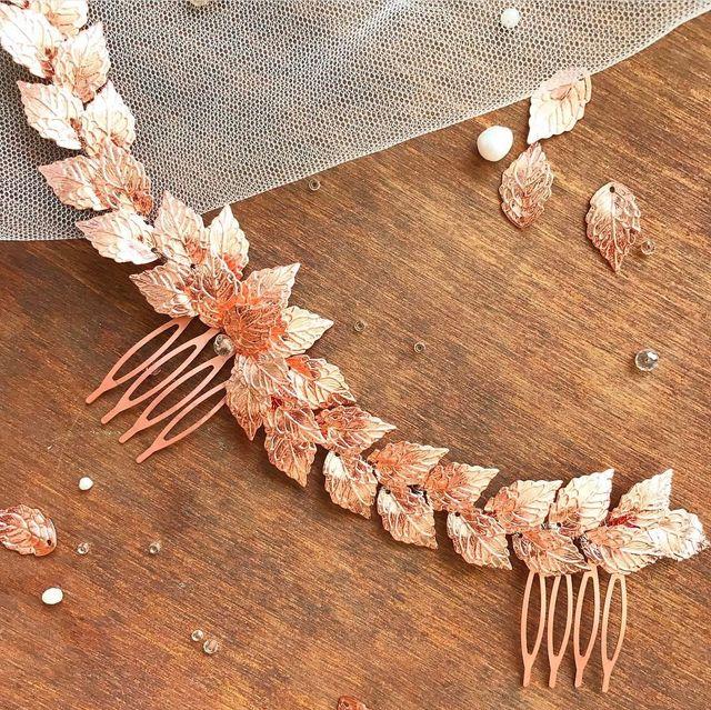 Tocado en color oro rosa hecho a mano por encargo