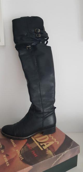 e39d129 botas de piel negras planas