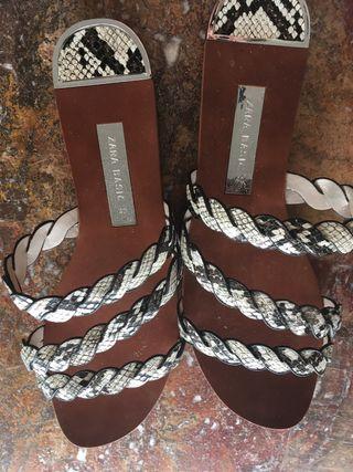 Zara sandalias Serpiente de temporada