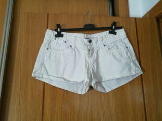 pantalón corto de chica