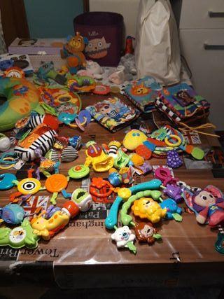 primeros juguetes para bebé recien nacida nacido