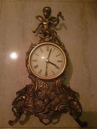 reloj de bronce muy antiguo