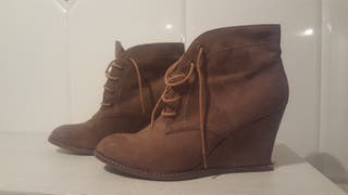 Botines marrones cuña. Talla 38 de Pull and Bear