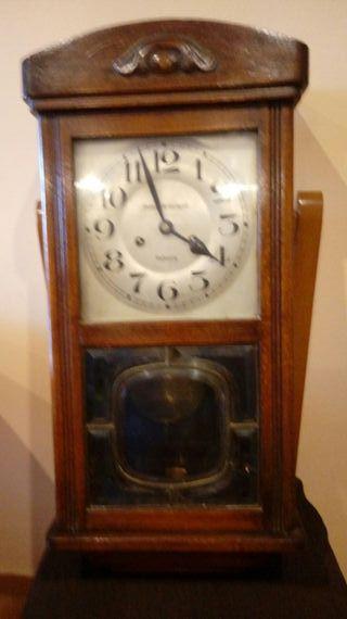 Antiguo Reloj Mecánico Manual A Llave De Pared Con Campanadas Principio 1900 Arte Y Antigüedades