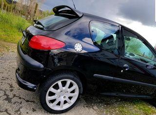 Se acepta cambio por moto de mi interes o coche antiguo . Peugeot 206 2.0 hdi Diesel