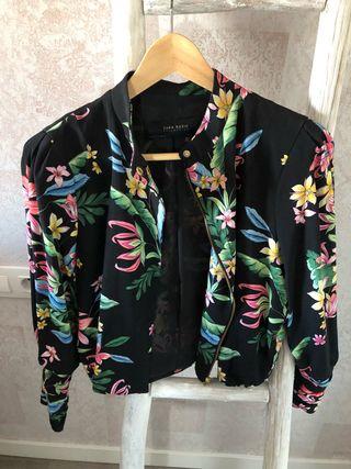 Chaqueta Zara flores