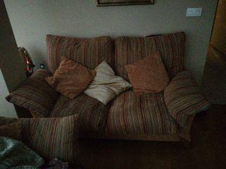 Sala dos sofás mas butaca y dos armarios