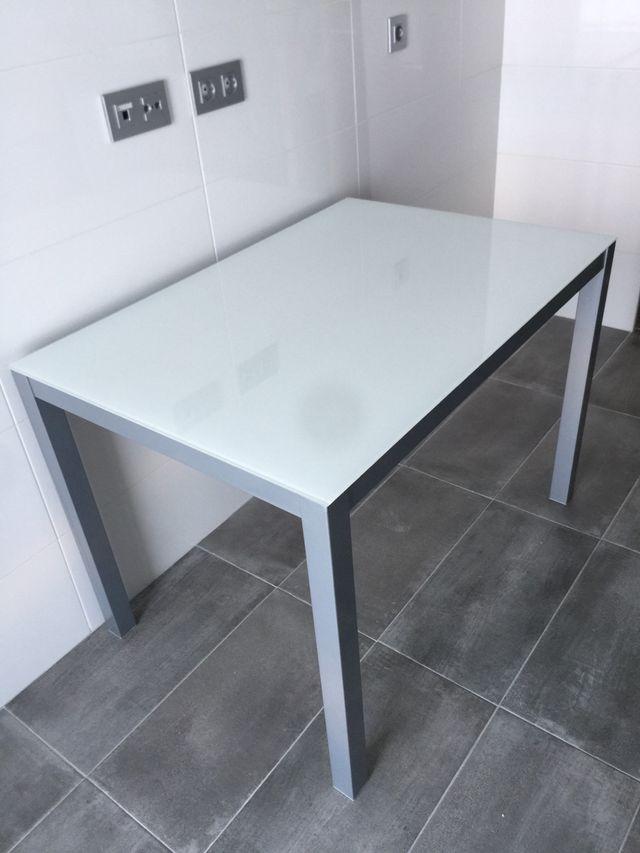 Mesa cocina cristal de segunda mano por 90 € en Madrid en WALLAPOP
