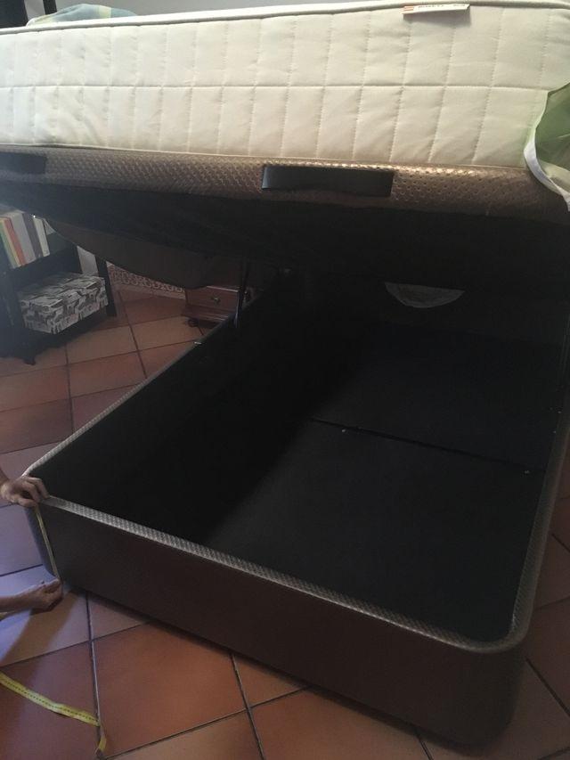 Vendo canapé de 135 cm forrado en piel