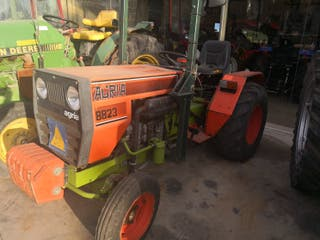 TRACTOR AGRIA 8823
