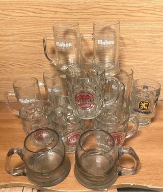 Lote de jarras de cerveza
