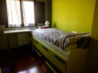 cama nido verde y gris oscuro