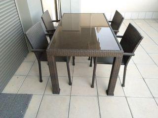 Mesa terraza jardin y 4 sillas ratan