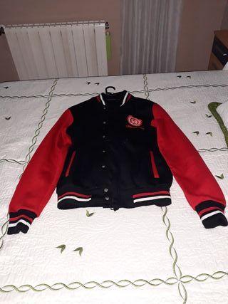 chaqueta universitario talla L entre 160 y 165