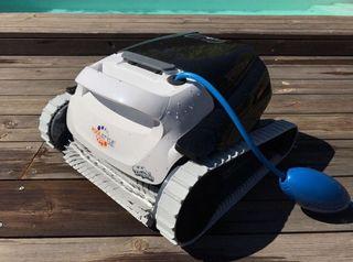 Robot limpiafondos dolphin de segunda mano por 500 en for Robot piscina segunda mano