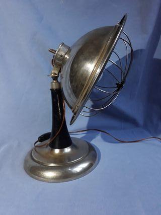 Lámpara antigua de latón o estufa eléctrica