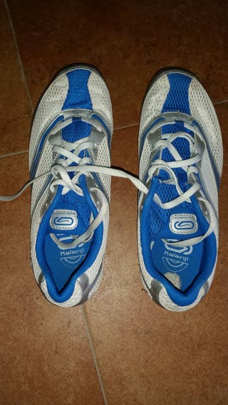 Zapatillas atletismo.