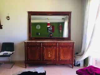 Espejo y aparador de comedor clásico