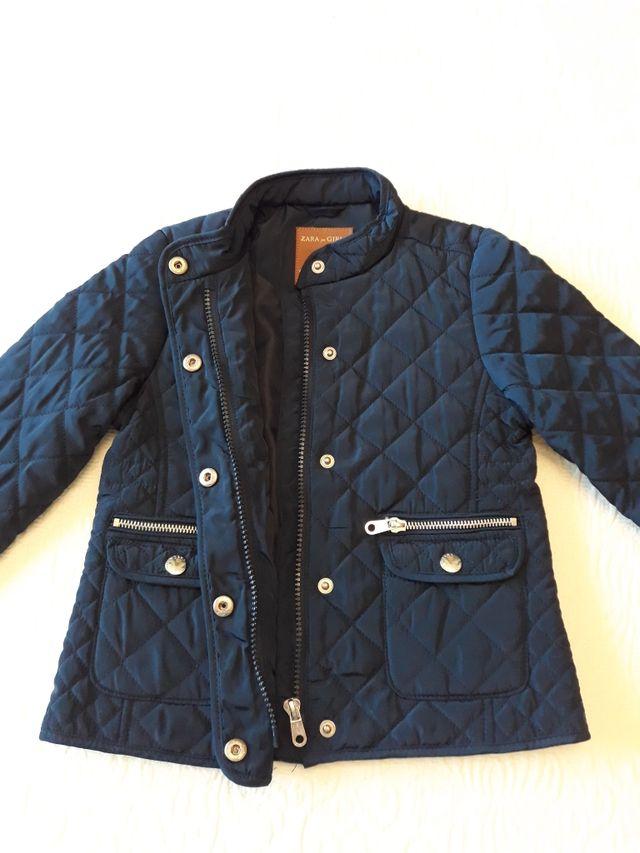 9d20800c7 Abrigo Husky niña Zara Girls Talla 5. Azul Marino. de segunda mano ...