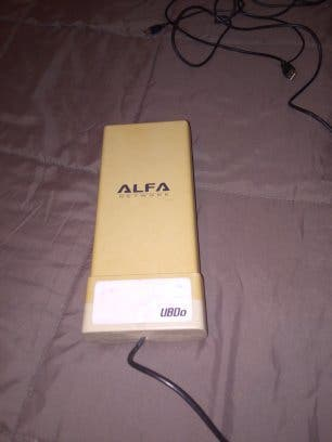 Antena WiFi alfa con su CD.