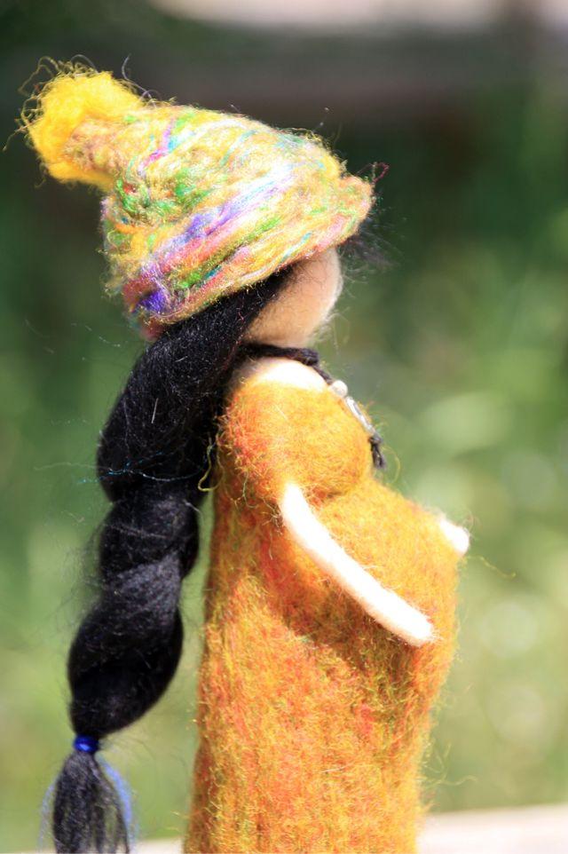 Muñeca Waldorf embarazada realizada en lana