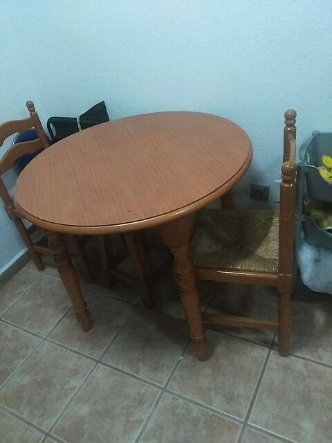 Mesa redonda cocina y sillas de segunda mano por 50 € en Alhaurín de ...