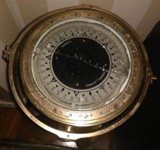 Compas o brújula de bronce Dobbie McInnes
