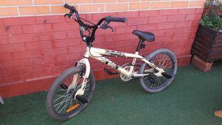 Bicicleta. BMX. Usada 2 veces.