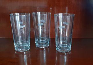 Tres vasos de cristal