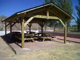 Cenadores y tejados en madera.