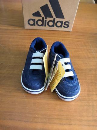 Zapatillas Adidas niño talla 21 de segunda mano por 10 € en