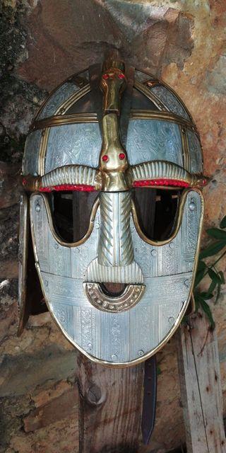 Casco de la época medieval de metal.
