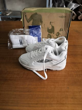zapatillas Umbro blancas talla 32