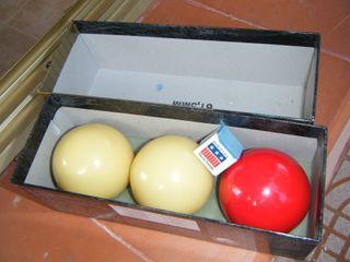 Impecable juego de bolas de billar.