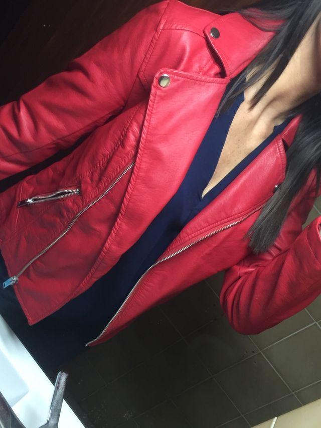 Chaqueta roja cuero