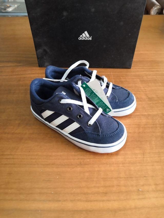 042fb87bf Zapatillas niño Adidas talla 27 de segunda mano por 12 € en Santa ...